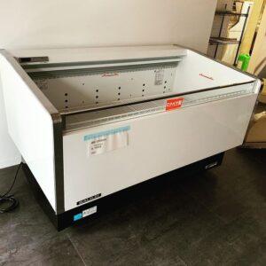 中古厨房機器の納品 冷蔵ショーケース